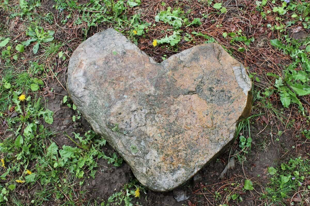 Heart-shaped rock at the Beekman farm (1200x800) • Adirondack Girl ...