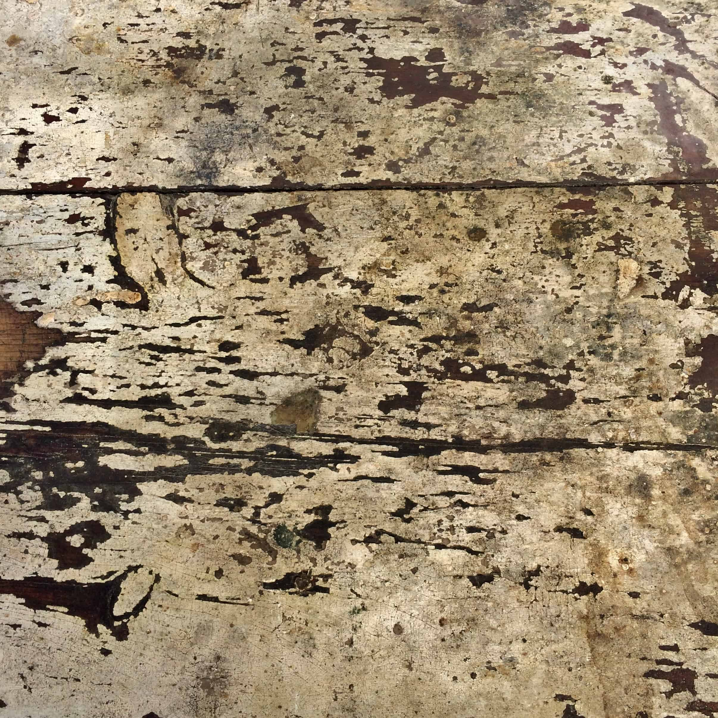 surface-of-grungy-vintage-wooden-table