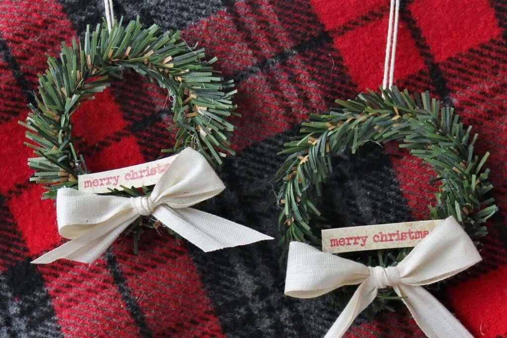 mini-wreaths-on-red-plaid-1024x684