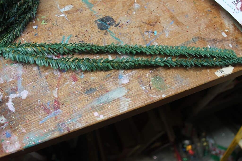 pipe-cleaner-type-garland-for-wreaths-1024x683