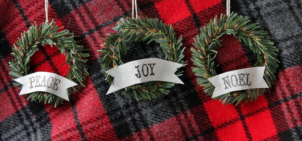 three-mini-wreaths-1024x478