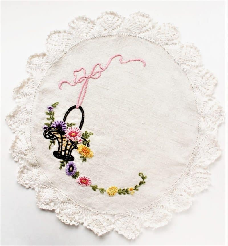 Vintage embroidered Doily with lace trim