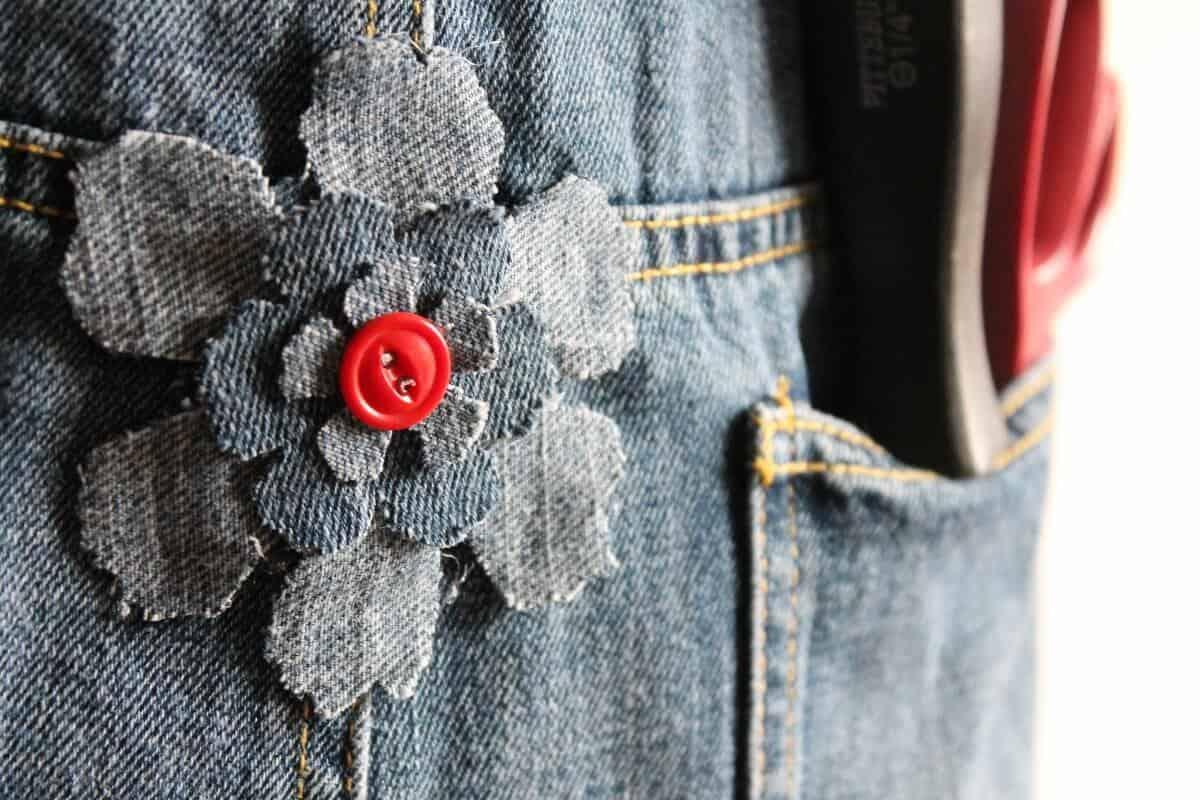 denim and button flower